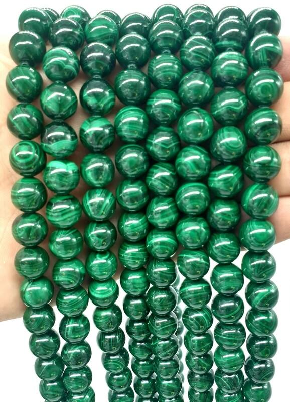 """Perle di malachite """"scure"""" da 10 mm su un filo da 40 cm"""