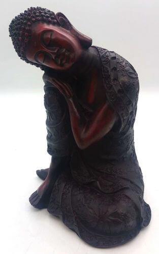 Estatua de Buda de resina sobre una rodilla antigua de 28 cm.
